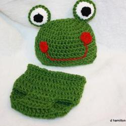 Froggie hat and diaper cover set